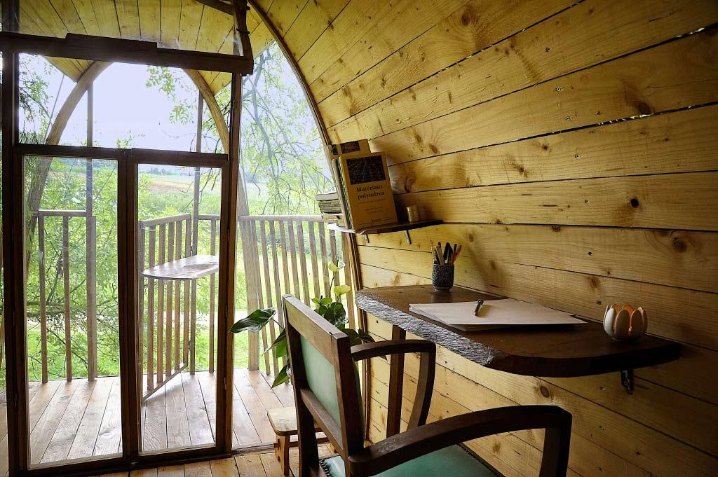 constructeur cabane bois. Black Bedroom Furniture Sets. Home Design Ideas
