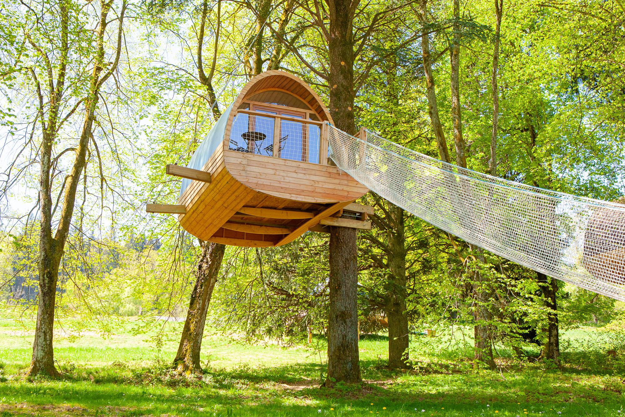 cabane suspendue dans les arbres ecobane. Black Bedroom Furniture Sets. Home Design Ideas