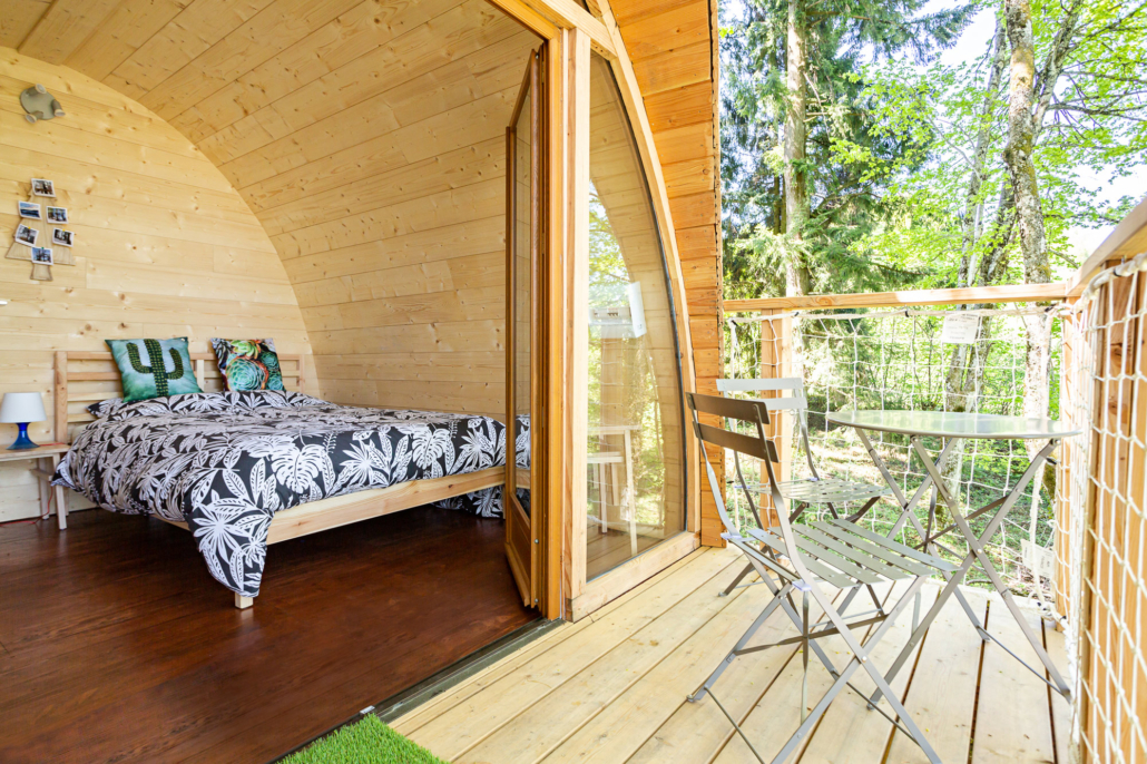 astrabane une ouverture au plafond pour profiter des. Black Bedroom Furniture Sets. Home Design Ideas