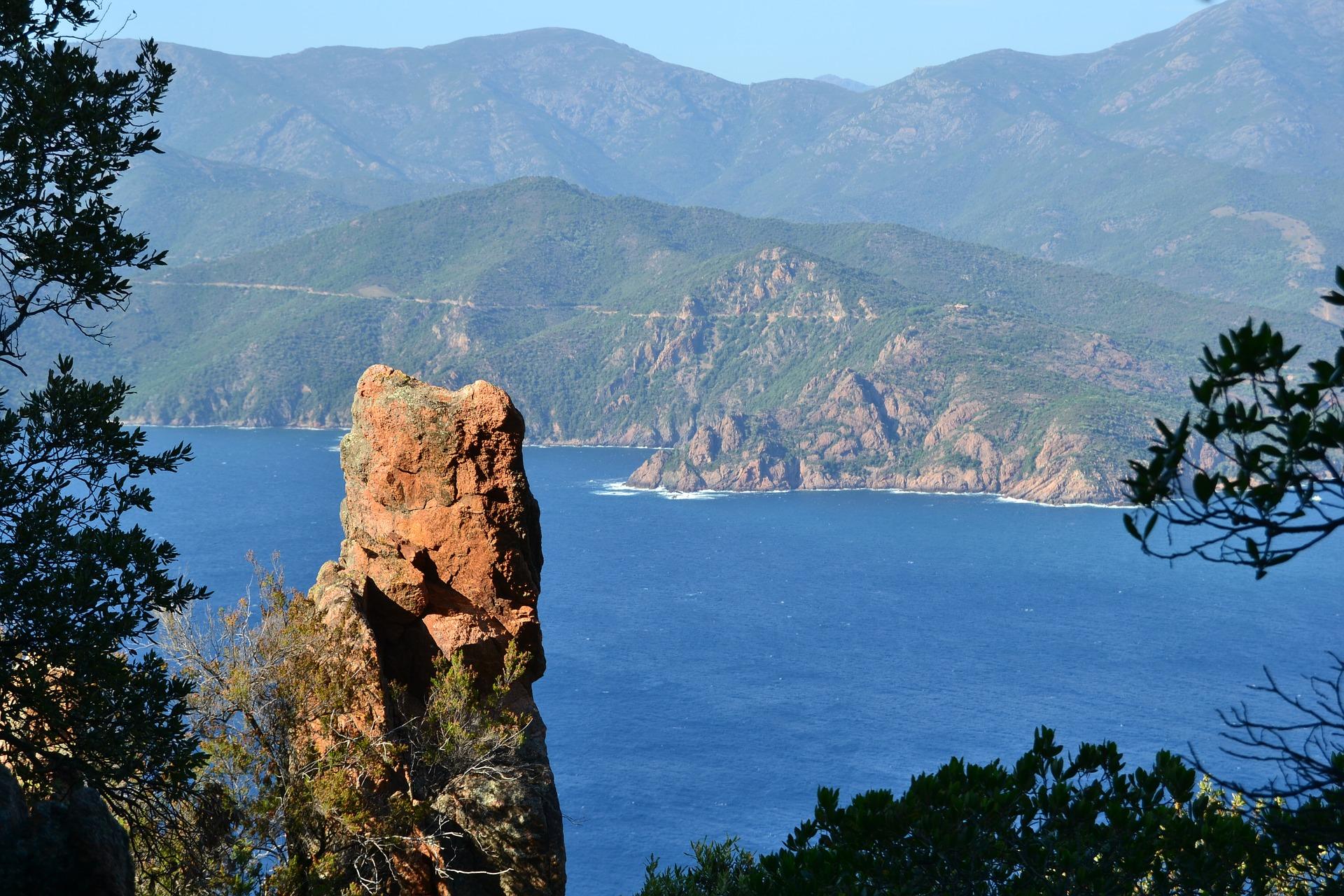 construire une cabane en Corse, à Piana