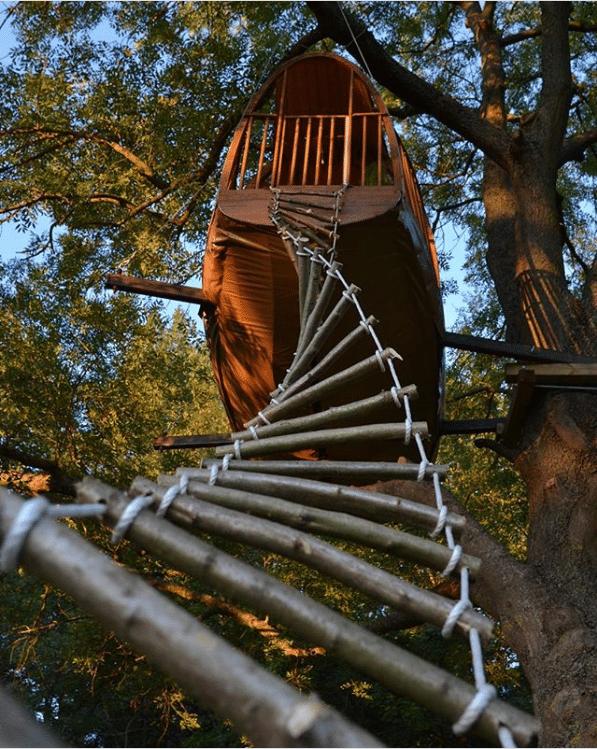 Accès cabane par une échelle
