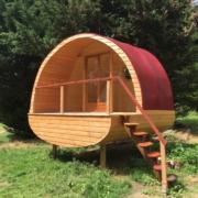 cabane en bois avec toile