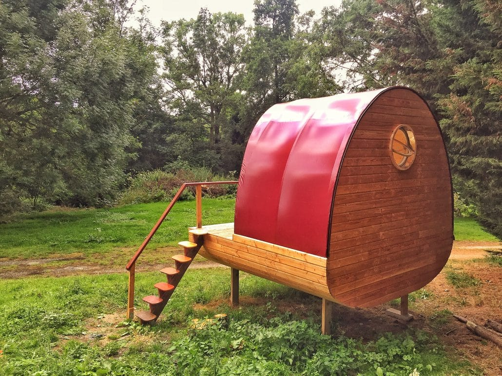 Cabane bois avec toile tendue